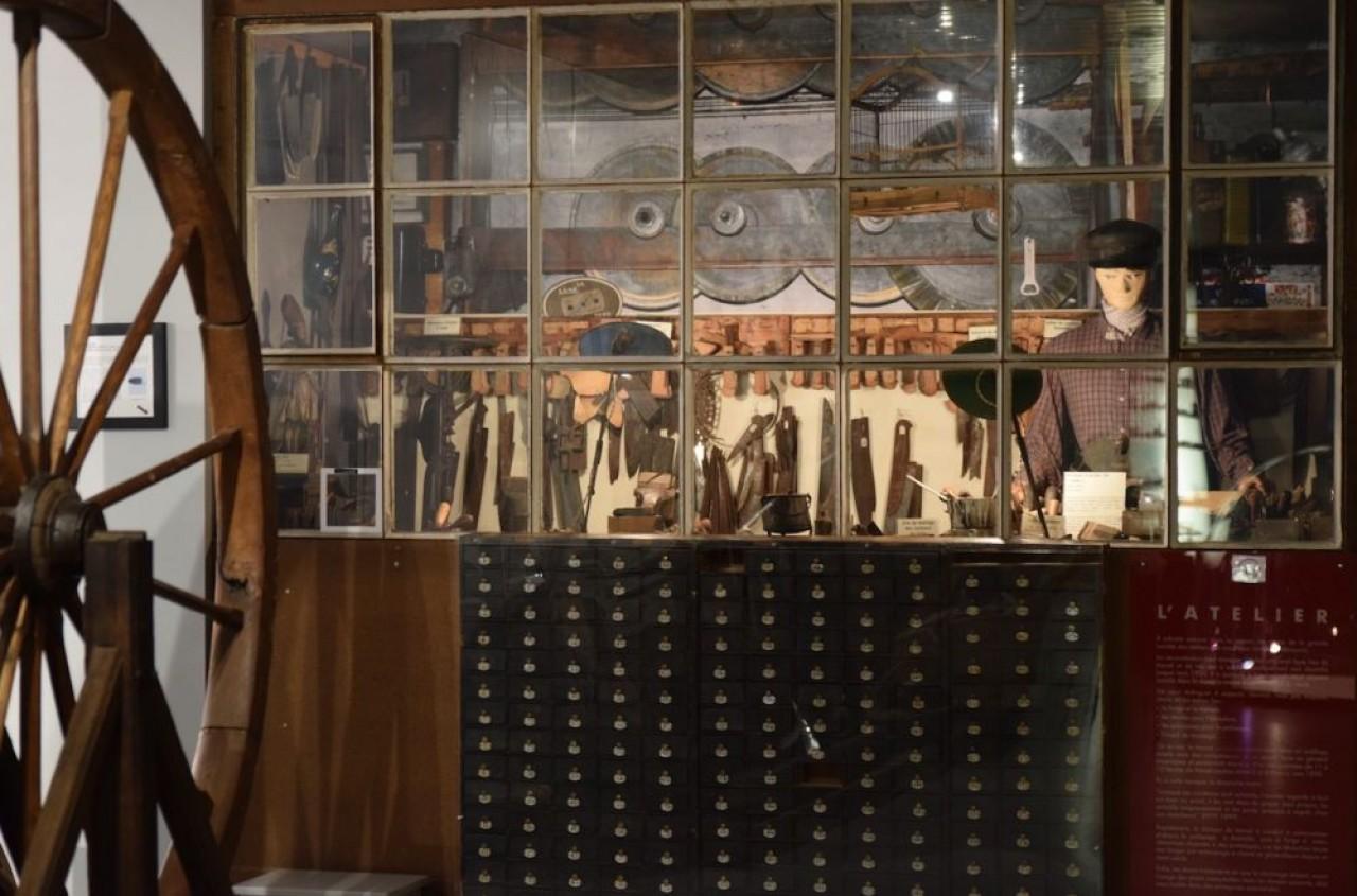 Vue extérieure d'un atelier de coutelier nogentais au musée de la coutellerie de Nogent. © Traces Ecrites