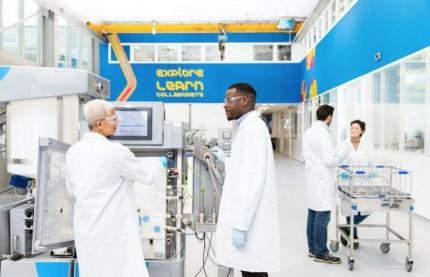 Merck à Molsheim, premier site en Europe du groupe pharmaceutique allemand à fabriquer les emballages des vaccins anti-Covid