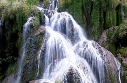 Idée de week-end en Bourgogne-Franche-Comté : Baume-les-Messieurs dans le Jura, entre reculée, grottes, cascades et abbaye