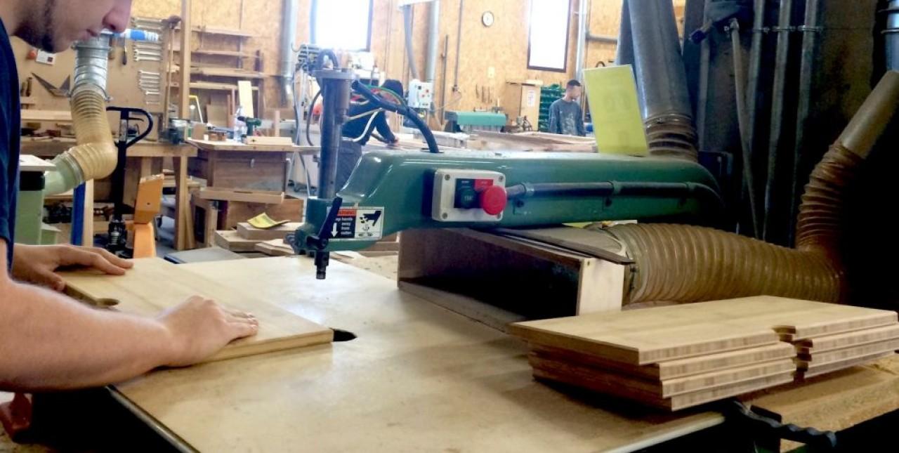 Une 6e école de production pourrait ouvrir en Bourgogne-Franche-Comté, dans la Nièvre, axée sur les métiers du bois. © Traces Ecrites