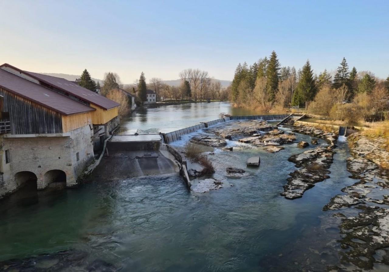 Le  barrage de Pont-de-Poitte, sur la rivière Ain, dans le Jura est équipé de 2 turbines de 400 Kw chacune, qui produisent de l'électricité pour un millier de foyers. © Eliteam