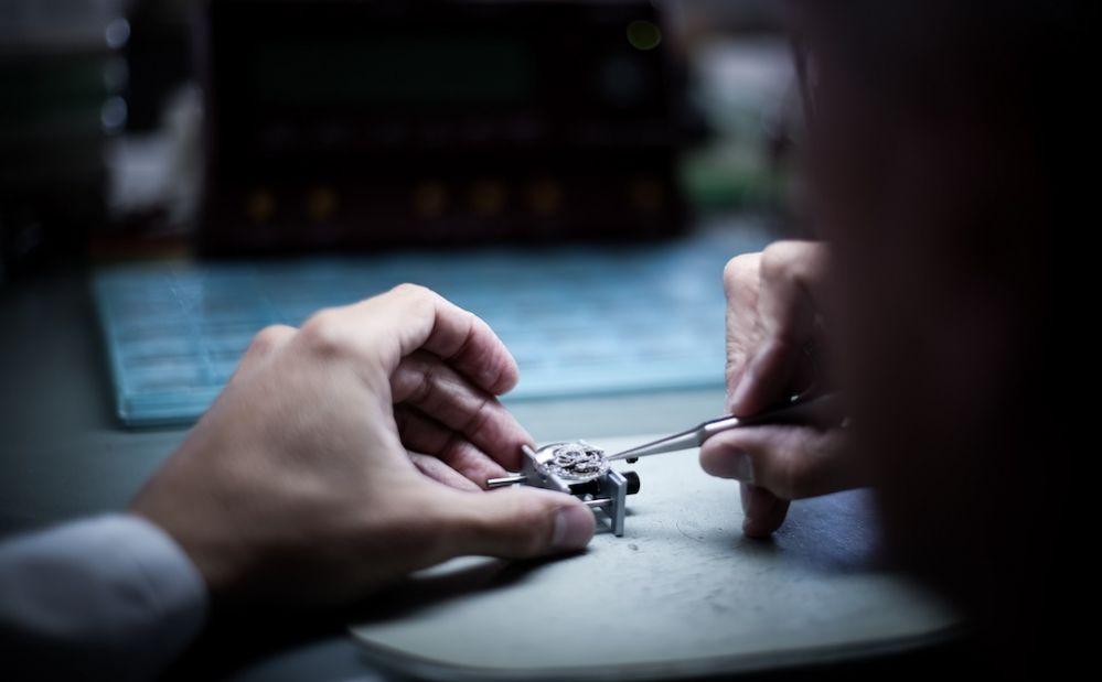 Au salon mondial de b le l horloger michel herbelin poursuit l aventure de son mod le iconique - Salon de l horlogerie bale ...