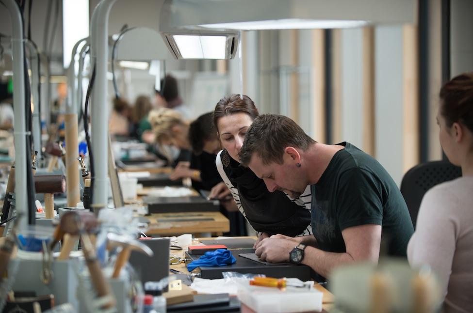 Dans Le Pays De Montbéliard La Troisième Manufacture Du Sellier International Hermès Monte En Puissance