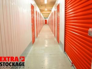 Au total, la société propose 337 box en 20 tailles de 2 à 30 m2 au sol mais 2,70 mètres de haut ce qui procure des capacités non négligeables en volume. S'ajoutent sur une autre partie du site une trentaine de cellules plus classiques faisant office de dépôts pour des PME, dans des tailles de 60 à plusieurs centaines de mètres carrés.