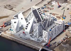 Immeuble de logements à Aarhus au Danemark doté d'une façade autonettoyante et purifiante. Architecte: JDSA http://jdsa.eu/the-iceberg-project-moves-forward/ - Installateur: AE Stålmontage - Client transformateur: Kalzip.