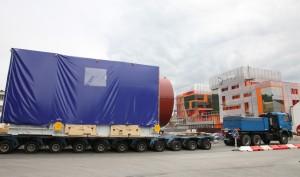 Une turbine 9E 5-series devant le siège de General Electric sur Techn'Hom à Belfort.