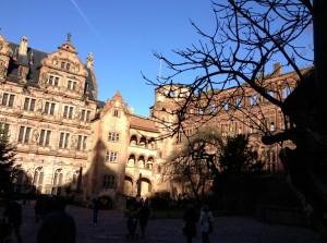 Le chateau : seules les façades Renaissance tiennent encore debout.