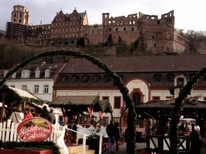 Le chateau depuis la Karlsplatz, dans la vieille ville où se tient traditionnellement le marché de Noël.