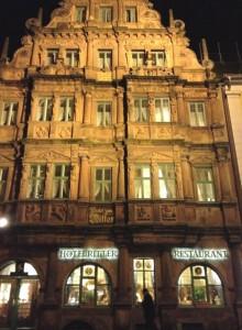 La maison du drapier Charles Belier (1592) a échappé à la destruction d'Heidelberg ordonnée par Louis XIV qui revendiquait le Palatinat.