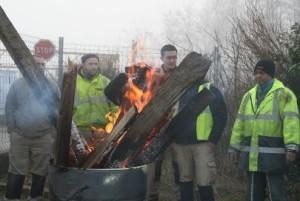 Une trentaine de salariés de l'entreprise de travaux publics implantée à Ouges, près de Dijon, a rendu public le différend en distribuant des tracts, hier 28 janvier, devant leur entreprise.