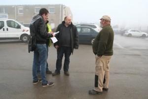 Pierre Jean Guerriero, le dirigeant (au centre) s'entretient avec les représentants du personnel.
