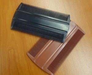 Le peigne à poux, démonstrateur de la capacité à transformer la matière plastique en un produit fin de même apparence qu'un homologue d'origine non recyclée.