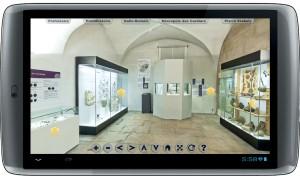 Une tablette pour pallier l'inaccessibilité aux personnes  à mobilité réduite de certaines salles du musée des Ursulines à Mâcon.