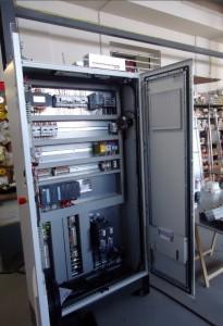 Une des armoires électriques fabriquée par Selmoni.