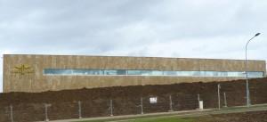 Les nouveaux locaux de l'horloger Breiling en pierre dorée de Toscane. Architecte : Alain Porta (Suisse).