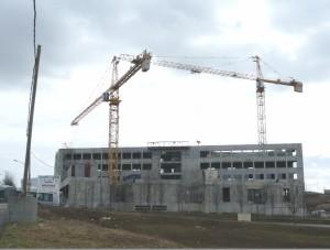 Témis Sciences construit par le conseil régional de Franche-Comté : 33,8 millions d'euros pour regrouper les laboratoiresde l'Institut Femto-St et agrandir la salle blanche de la maison des microtechniques. Architecte Groupe 6 (Grenoble).