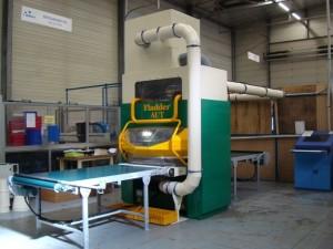 Installation pour l'ébavurage des pièces de tôlerie fine.