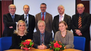 Les fondateurs d'Etag : le Dr Bernard Meyer, le cogérant français au 1er rang au milieu ; à partir du haut à gauche, le Dr Michel Faupel, Ralf Holzinger, le Dr Helmut Mett, Hans Jürgen Schmidt et le professeur Peter-C. Dartsch.