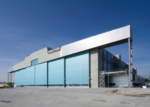 Le hangar gros porteur de Jet Aviation qui a réduit ses effectifs de près de la moitié depuis son implantation en 2008.