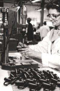 Atelier de montage des pédales chez Look Cycle.