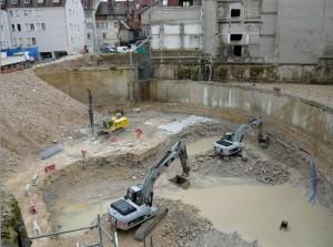 Travaux en site contraint : ici, au début du creusement du parking par Eiffage, début février 2013.