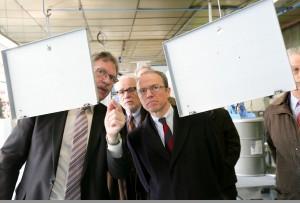 Pascal Mailhos, préfet de la région Bourgogne (à droite) a visite l'entreprise hier, à l'occasion de la semaine du développement durable.