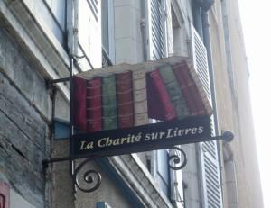 Une des enseignes des nombreuses librairies de La Charité-sur-Loire.