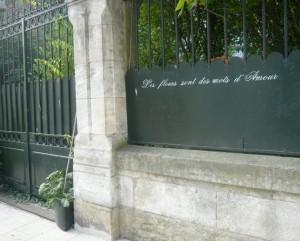 Une phrase sur la clôture d'une propriété privée.