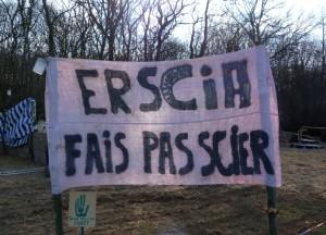 Le slogan des opposants. (Photo : MAB)