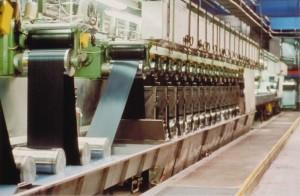 L'entreprise produit chaque année 1 800 à 2 000 tonnes de fibres synthétiques antifeu.