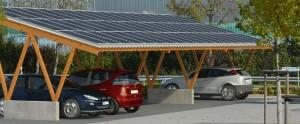 Un exemple d'abri photovoltaïque pour la recharge des véhicules électriques et hybrides.