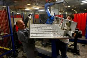 Jannin-Carnet emploie 35 personnes et fabrique principalement pour les domaines de l'énergie embarquée et de l'instrumentation.