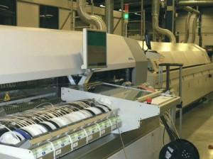 Machine d'insertion de composants électroniques chez Becker Electronique. L'un de ses nouveaux équipements faisant partie des 600 000 € investis en 2012.