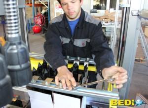 Réglage des outillages d'une machine chez BEDI.