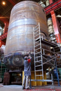 Fabrication d'un composant de la boucle primaire à Areva Chalon-sur-Saône.