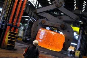 Transfert d'un lingot (fond primaire de générateur de vapeur) à Creusot-Forge (photo Areva Carillo Georges).