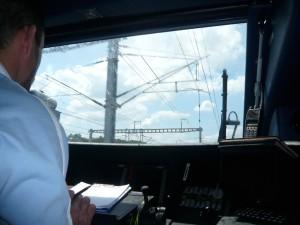 Pfisterer fabrique notamment des systèmes d'alimentations pour le chemin de fer.     Pfisterer fabrique notamment des systèmes d'alimentation électrique pour le chemin de fer.
