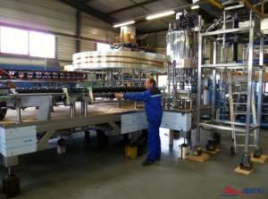 Mise au point de la synchronisation de la vis transfert bouteille d'un monobloc de conditionnement de Cognac - 15 000 bouteilles/heure.