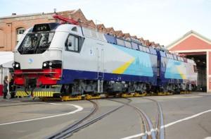 La locomotive de fret à destination du Kazakhstan. L'une des plus puissantes au monde.