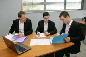 Les trois ingénieurs fondateurs se sont répartis les rôles: Cyril Cloquet (à droite) au commercial, Pierre Azzopardi à l'administration et aux finances et Vincent Revol à la R&D.