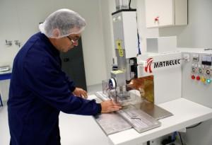 Douze ingénieurs et techniciens travaillent dans le centre de transposition industrielle.