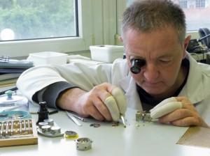 Assemblage de composants horlogers.