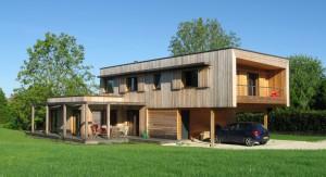 Maison bioclimatique dans le Jura. Crédit : Arborès Architecture