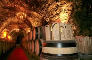 Caves du Chapitre de Notre Dame, datant du XIIème siècle et appartenant à la maison Jaffelin.