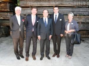 En compagnie de François Hollande dans la tonnellerie de Brive-la-Gaillarde (Corrèze).