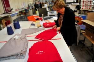 Les fameux pulls rouges des moniteurs de ski français en fabrication. (Photo : Vianney Thibaut Agence Zoom)