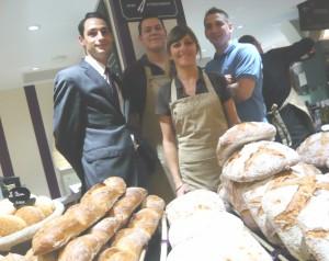 Damien Troussière, manager (à gauche) entouré de Vanessa de Tommaso, équipière à la vente, Alexandre Gradelet, cuisinier et Richard Viel, boulanger (à droite).