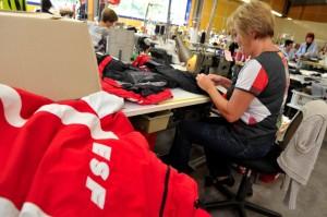 Tricoteuses en action chez Avance Diffusion. (Photo : Vianney Thibaut Agence Zoom)
