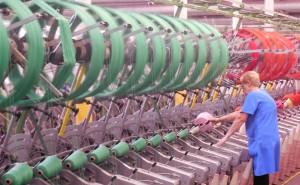 Dans l'usine de DMC au cœur de Mulhouse, 140 salariés fabriquent des fils à broder, des fils pour le crochet et le tricot, et des toiles à broder. Photo : Christian Robischon.