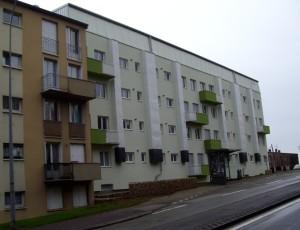 La Doloise, filiale du groupe Entreprises Habitat, réalise actuellement la 3ème tranche d'un ambitieux programme de rénovation thermique des 122 logements dans le quartier Corniche à Dole (Jura).
